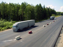 Camion ed automobili Fotografie Stock