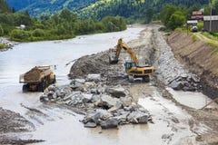Camion ed escavatore su un cantiere Fotografia Stock