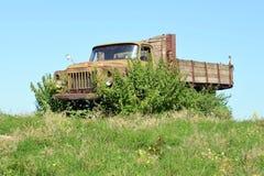 Camion erboso Fotografie Stock Libere da Diritti
