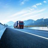Camion et routes rouges Image libre de droits