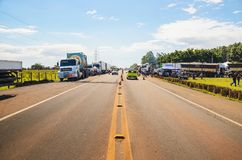 Camion fermati sulle strade principali per la protesta l'aumento diesel di prezzi Fotografia Stock
