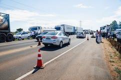 Camion fermati sulle strade principali per la protesta l'aumento diesel di prezzi Immagine Stock
