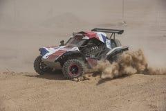 Camion fuori strada che fa concorrenza in un raduno del deserto immagini stock libere da diritti