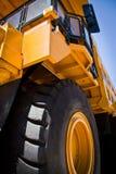 Camion giallo immagini stock libere da diritti