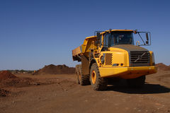 Camion jaune photographie stock