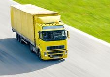 Camion jaune Photographie stock libre de droits
