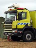 Camion jaune de sauvetage d'incendie   Image stock