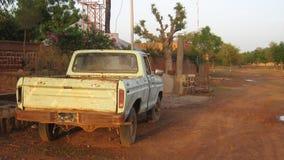 Camion malconcio africano immagini stock