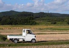 Camion nel campo Immagini Stock