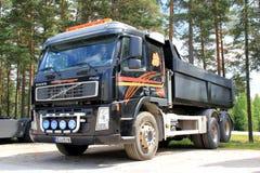 Camion noir de Volvo FM12 Photographie stock