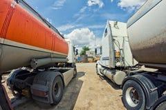 Camion non lavati per trasporto interurbano di carg industriale Fotografie Stock