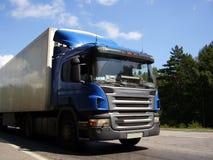 Camion par la route Image stock