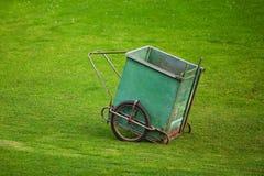 Camion per raccogliere l'erba Immagini Stock