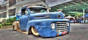 Camion pick-up bleu rouillé de Ford Images libres de droits