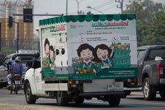 Camion pick-up et récipient pour le service de distribution de lotus de Tesco Photo libre de droits