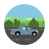 Camion pick-up sur la route Photographie stock libre de droits