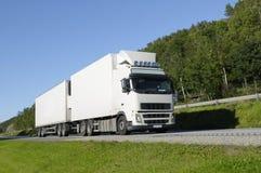 Camion pilotant sur la route scénique Photos libres de droits
