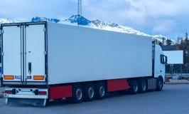 Camion refrigerato bianco immagine stock