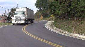 Camion, rimorchio di trattore, carico, consegna stock footage