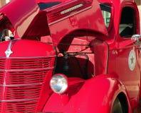 Camion rosso dell'annata Fotografie Stock Libere da Diritti
