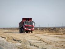 Camion rosso nel deserto Fotografia Stock