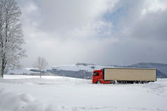 Camion rosso in neve Fotografie Stock