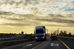 Camion sulla strada immagine stock libera da diritti