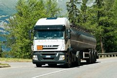 Camion sulla strada allo svizzero della Svizzera di cantone di Visp Valais Fotografia Stock Libera da Diritti