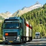 Camion sulla strada allo svizzero di Visp Immagini Stock
