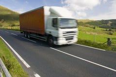 Camion sulla strada della montagna Immagine Stock