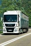 Camion sulla strada in Visp dello svizzero della Svizzera Fotografia Stock