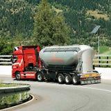 Camion sulla strada in Visp in svizzero Immagine Stock