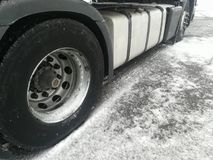 Camion sulle strade imballate neve Fotografie Stock