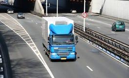 Camion sur l'autoroute Photographie stock libre de droits