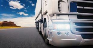 Camion sur l'omnibus photo libre de droits