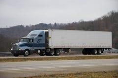 Camion sur l'omnibus Image libre de droits
