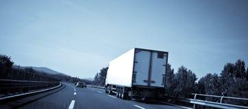 Camion sur la route photos stock