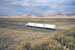 Camion sur la route Photographie stock libre de droits