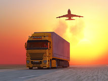 Camion sur la route au lever de soleil Images stock