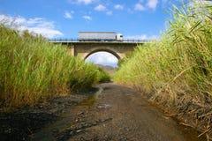 Camion sur le vieux pont Image libre de droits