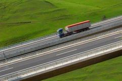 Camion sur un omnibus Photos libres de droits