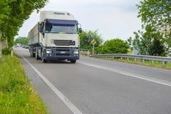 Camion sur une route à Rovigo Photo libre de droits