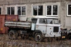 Camion tchèque rouillé très vieux Skoda LIAD 706 MTS photos stock