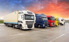 Camion, transport, transport de cargaison de fret, embarquant photographie stock libre de droits