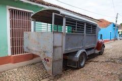 Camion typique d'autobus de camion au Trinidad, Cuba Dû pour mettre l'embargo sur le Cuba Image libre de droits