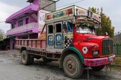 Camion variopinto nepalese Immagini Stock