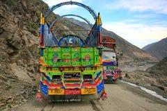 Camion variopinto tradizionale della decorazione immagine stock