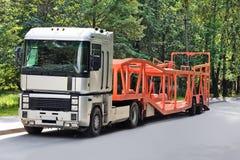 Camion vide de transporteur de véhicule Image stock