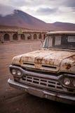 Camioncino arrugginito, vecchio, tagliato Fotografia Stock