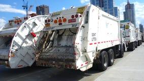 Camiones del saneamiento imagenes de archivo